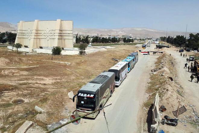 خروج الدفعة السادسة من المعارضة السورية في الغوطة الشرقية