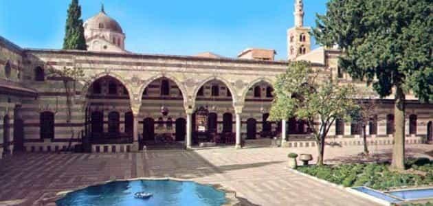 كم سنة حكم المسلمين بلاد الأندلس